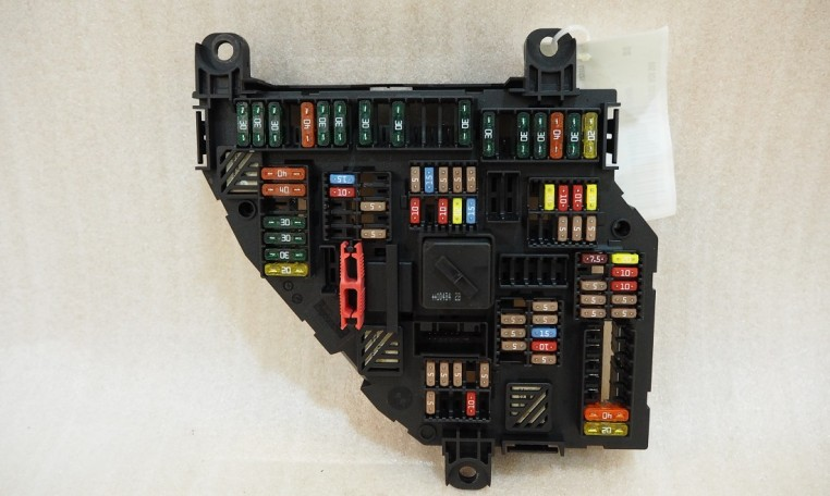 Bmw Fuse Box Cost : Bmw f trunk fuse box power distribution junction module